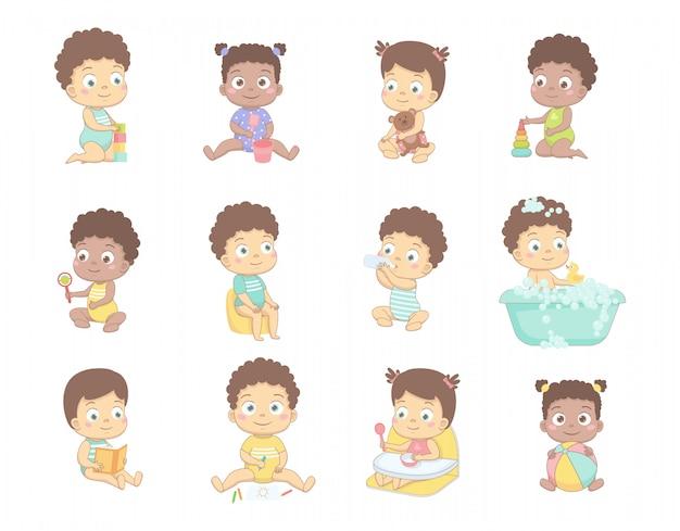 かわいい赤ちゃんは鉛筆で描く、キューブで遊ぶ、ボールで遊ぶ、本を読む