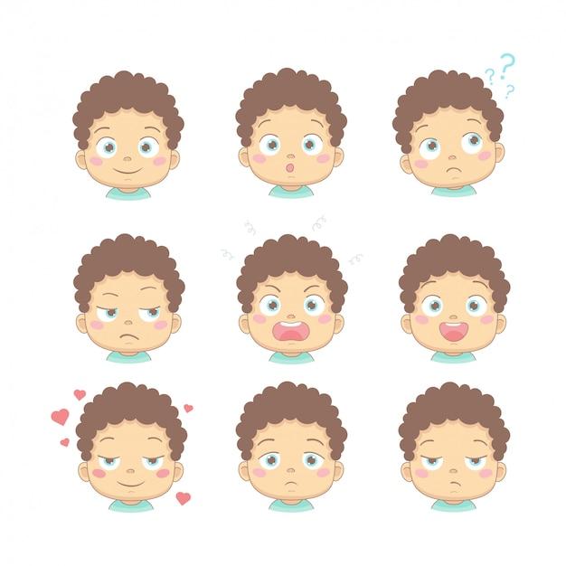 フラットなデザインの漫画のキャラクターのさまざまな面白い感情を持つかわいい漫画の赤ちゃんのセット。笑顔、驚き、思考、不満、怒り、幸せ、愛と悲しい顔をしたかわいい子供たち。