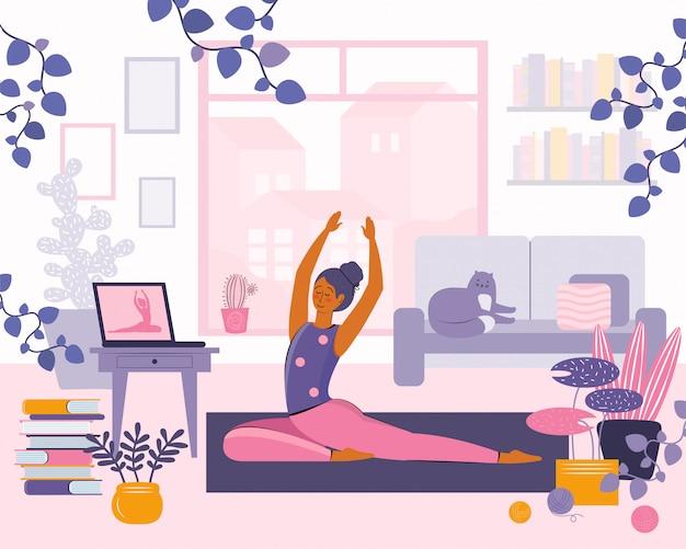 Оставайтесь дома концепции. девушка смотреть онлайн-занятия на ноутбуке, практикующих йогу, медитации. прямая трансляция, интернет-образование. женщина делает упражнения в уютном пространстве современного интерьера. проводить время дома
