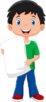 男の子は白紙を運ぶ