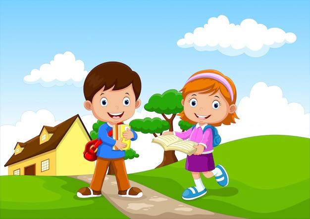 Счастливые школьники ходят в школу