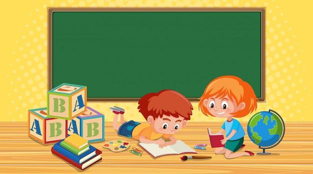 Мальчик и девочка, чтение книг в классе
