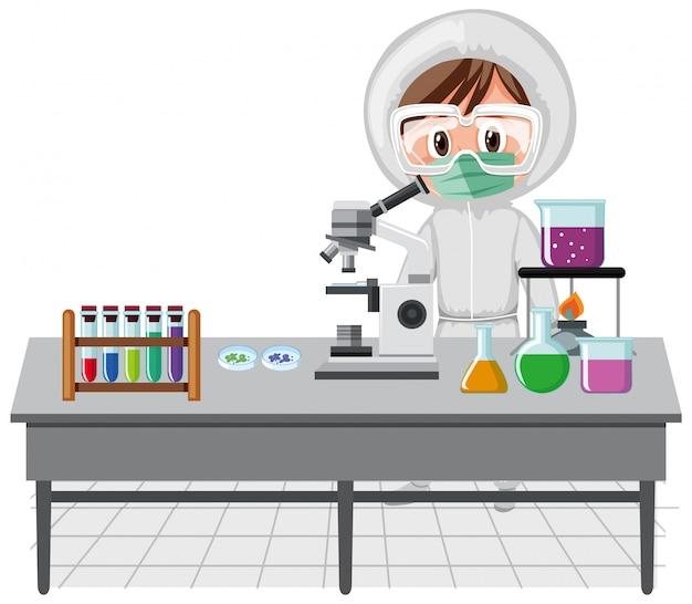 Сцена с ученым, работающим в лаборатории