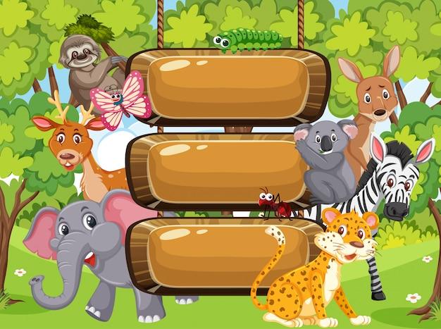 公園の野生動物と木製看板テンプレート