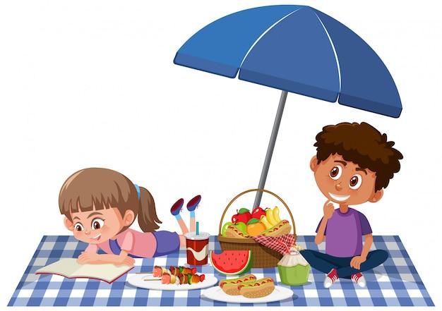 男の子と女の子の白い背景の上にピクニック