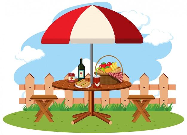 ピクニックテーブルの上の食べ物とのシーン