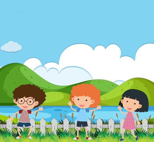 男の子と女の子が公園で遊んでいるシーン