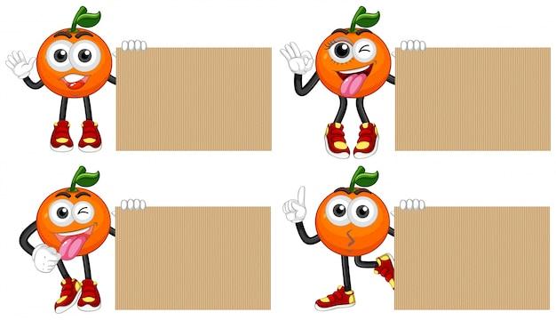 Четыре пустых картона со свежими апельсинами