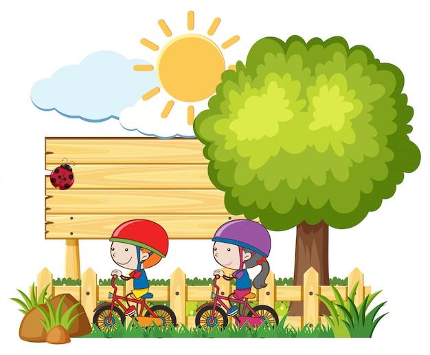 Дети верхом на велосипеде в солнечный день