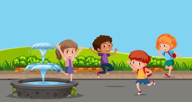 Счастливые дети, играющие рядом с фонтаном