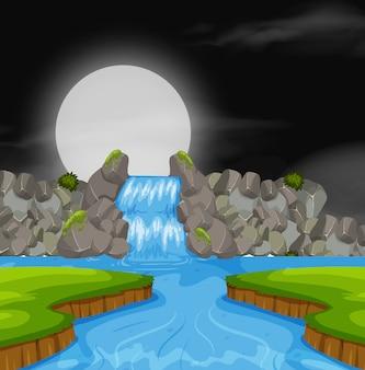 夜の滝の風景