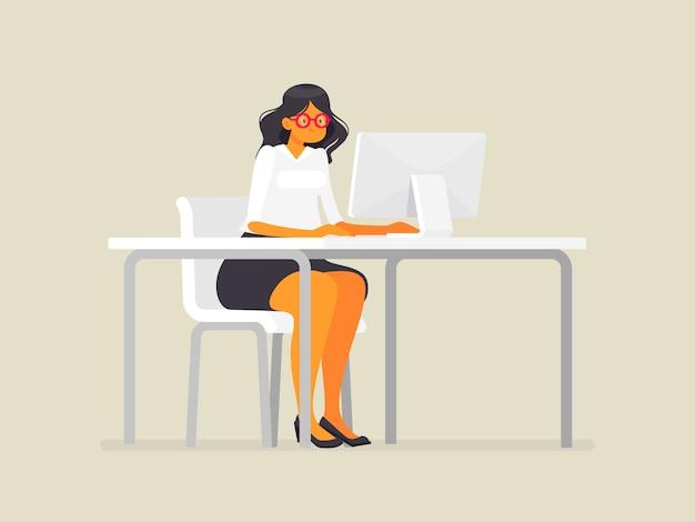 デスクでメガネのビジネスウーマン。コンピューターで働く、フラットスタイルのイラスト