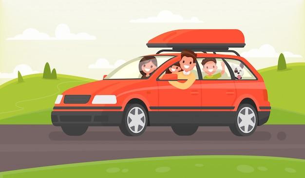 車で自然への家族旅行。