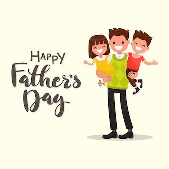 Надпись с днем отца. отец держит его сына и дочь поздравительную открытку