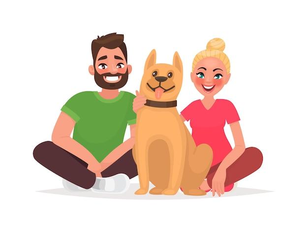Пара молодых людей с домашним животным. муж и жена с собакой