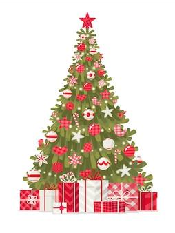 白い背景の上の贈り物で飾られたクリスマスツリー。メリークリスマス、そしてハッピーニューイヤー