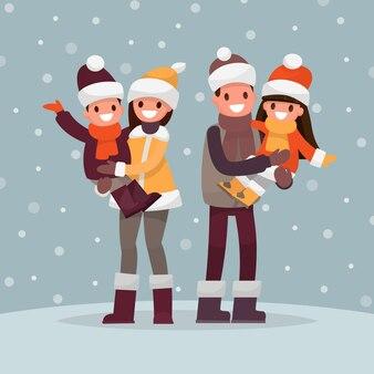 家族の冬のポートレート。お父さんお母さんと屋外の子供たち。
