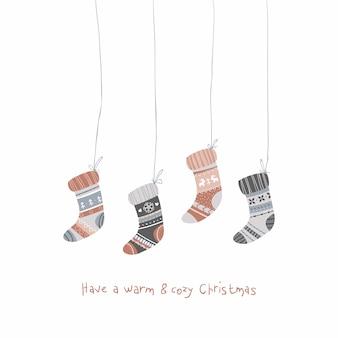 楽しいクリスマスイラスト。居心地の良い休日の靴下。パステルカラーのシンプルな漫画スタイルの幼稚な手描きイラスト。暖かく居心地の良いクリスマスを