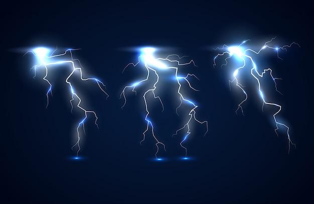 電気効果と放電からの輝く粒子を備えた暗い青色の背景に輝く稲妻