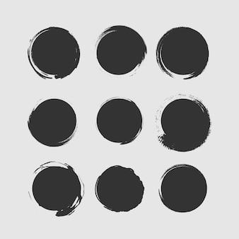 黒いペンキ、インクブラシストローク、ブラシ、ライン、汚れた白い背景で隔離の大きなコレクション。インク飛び散り。ラウンドグランジデザイン要素。汚れた質感のバナー。