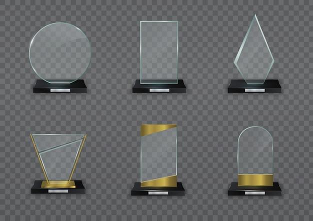 賞のための光沢のある透明な賞。ガラスの光沢のあるトロフィー。