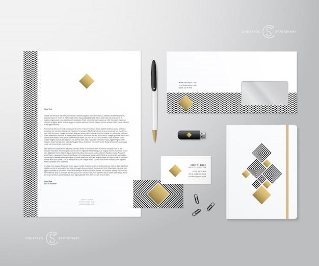 Креативная геометрия и золотой реалистичный стационарный набор с мягкими тенями, хорошими в качестве шаблона или макетом для бизнес-идентичности.