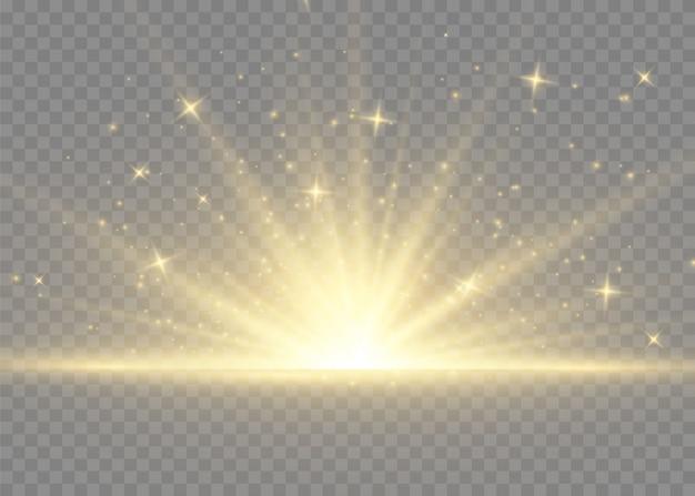 光線とスポットライトで太陽のフラッシュ。星は輝きを放ちました。黄色の白熱灯太陽光線。透明な背景に分離された特別なライト効果。
