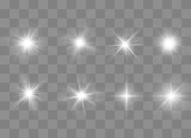Свечение изолированные белый прозрачный световой эффект набор, блики, взрыв, блеск, линия, солнечная вспышка, искра и звезды. абстрактный дизайн элемента спецэффекта. сияй луч с молнией