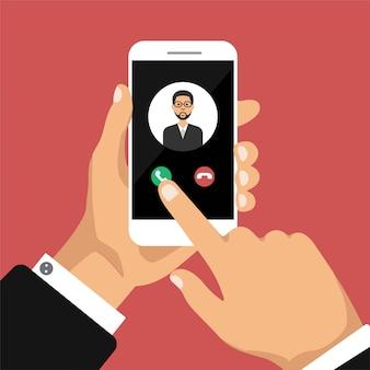 手は、画面上の着信コールでスマートフォンを保持しています。呼び出しサービスのコンセプト。