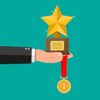 Трофей победителя, золотая звезда кубка и медаль