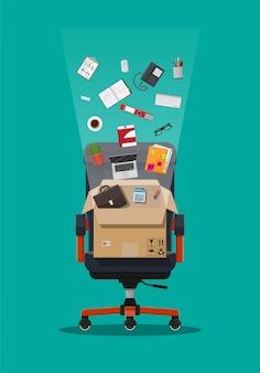 Офисный стул и коробка с офисными предметами