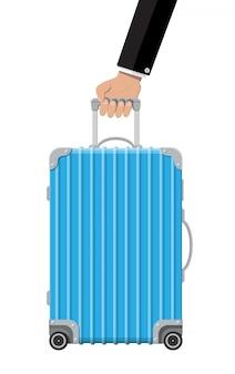 手に青いトラベルバッグ。プラスチックケース。