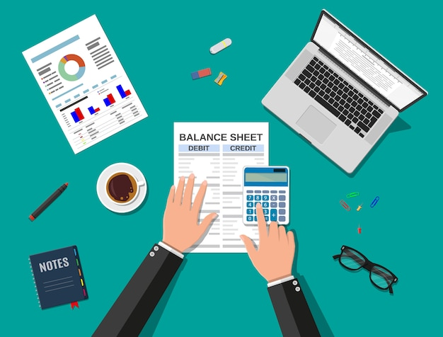 Бухгалтер проверяет баланс денег