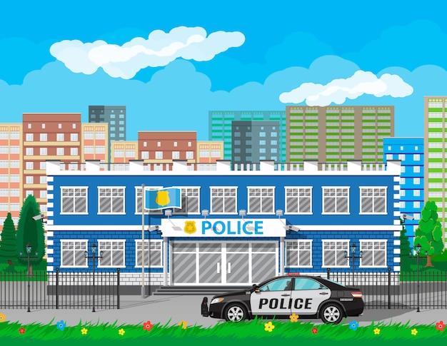 市警察署ビル、車、木、街並み