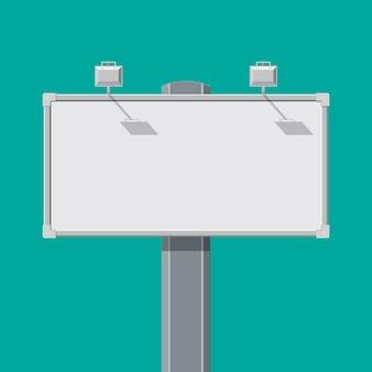 Пустая большая доска или рекламный щит с лампой