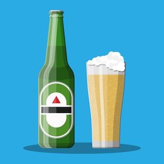 ガラスとビールのボトル。ビールアルコール飲料。