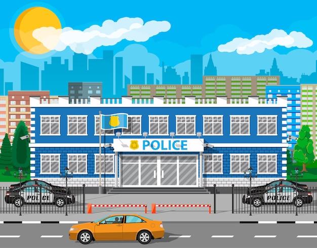 市警察署の建物、車、木、都市の景観