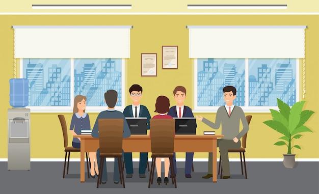Деловые люди встречаются в офисе. рабочая команда сотрудников коллективной работы на конференции.