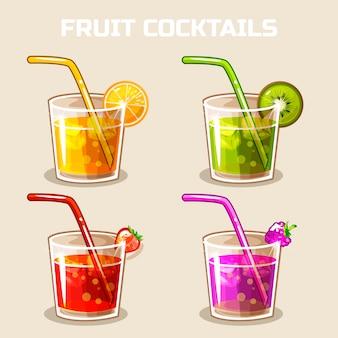 Стакан холодных фруктовых коктейлей со льдом