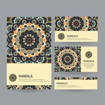 手描きのマンダラとカードのセット。