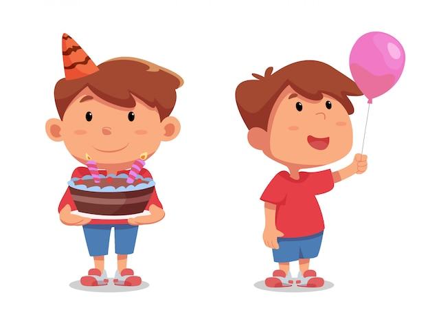 バルーンと誕生日ケーキを持って幸せなかわいい男の子