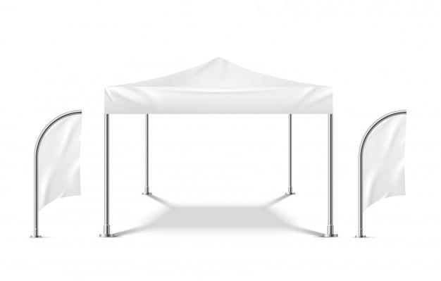 フラグと白いテント。プロモーションマーキーモックアップビーチイベント屋外素材パビリオンモバイルキャンプパーティーテントテンプレート