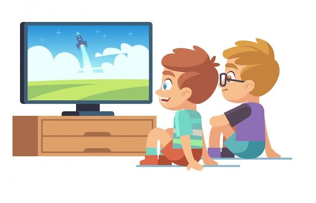子供たちはテレビを見ます。子供の映画家の男の子の女の子は、テレビの画像画面のキャラクターの電気モニターの漫画の概念を表示する時計を見る