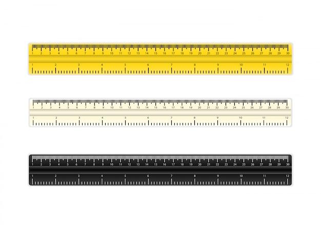 Три реалистичные пластиковые желтые ленты правителя на прозрачном фоне. двустороннее измерение в сантиметрах и дюймах.
