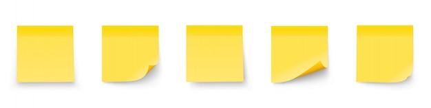 白い背景に分離された現実的なセットスティックノート。影付きのメモ集を投稿する
