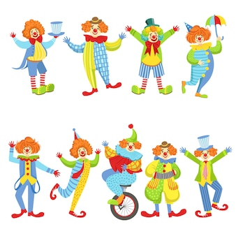 Коллекция красочных дружелюбных клоунов в классических нарядах