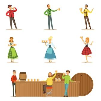 Фестиваль пива октоберфест с людьми в баварских традиционных костюмах, пьющих пиво и развлекающихся