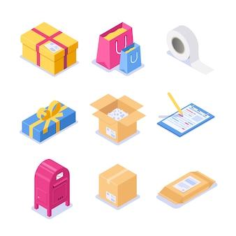 Набор изометрических объектов на тему почты. бумажные коробки с фирменным бланком и скотчем для упаковки. праздничная упаковка с бантиком для подарка