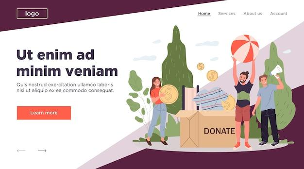 募金箱を梱包する幸せなボランティア