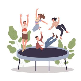 Счастливые друзья-подростки прыгают на батуте